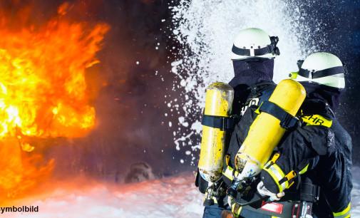 2 Verletzte bei Brand in einer Kfz-Werkstatt in Hannover-Kirchrode