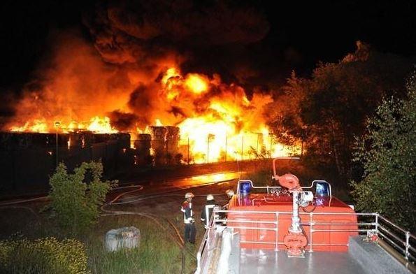 Brand in einem Abfallunternehmen
