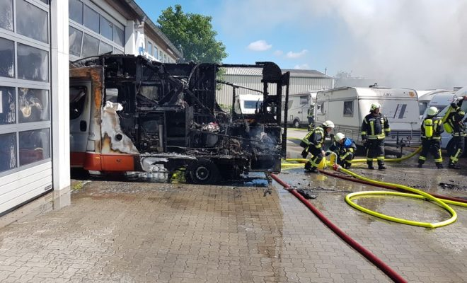 brennende Wohnmobile